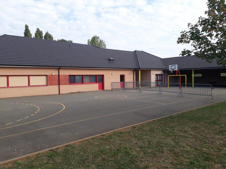 Cour de récréation de l'école de Roussennac
